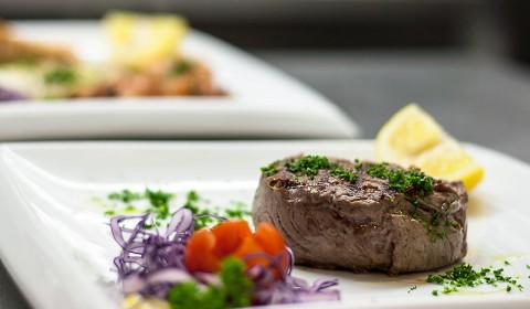 Fleischgerichte und Italienische Spezialitäten aus der Küche