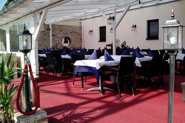 Sonnige Aussenterrasse im Restaurant Da Roberto in Merzig